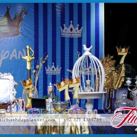 Mask Royal King Party Theme