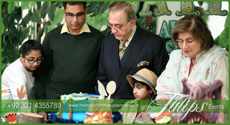 jurassic-world-theme-party-decor-ideas-in-pakistan-17
